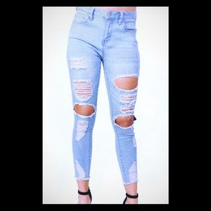 High Rise Destroyed Skinny Jean